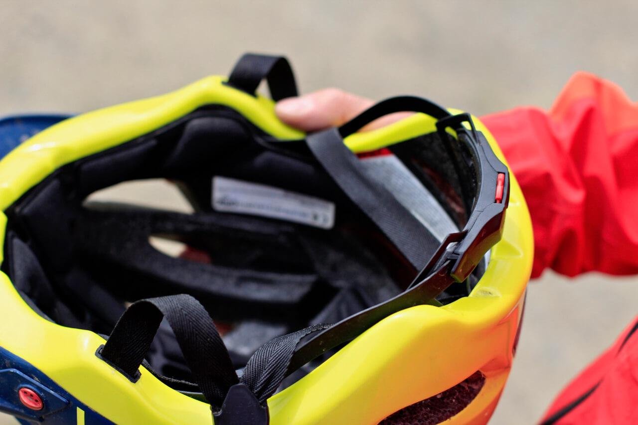 MTB Helm sicher tragen - die Verstellung ist wichtig