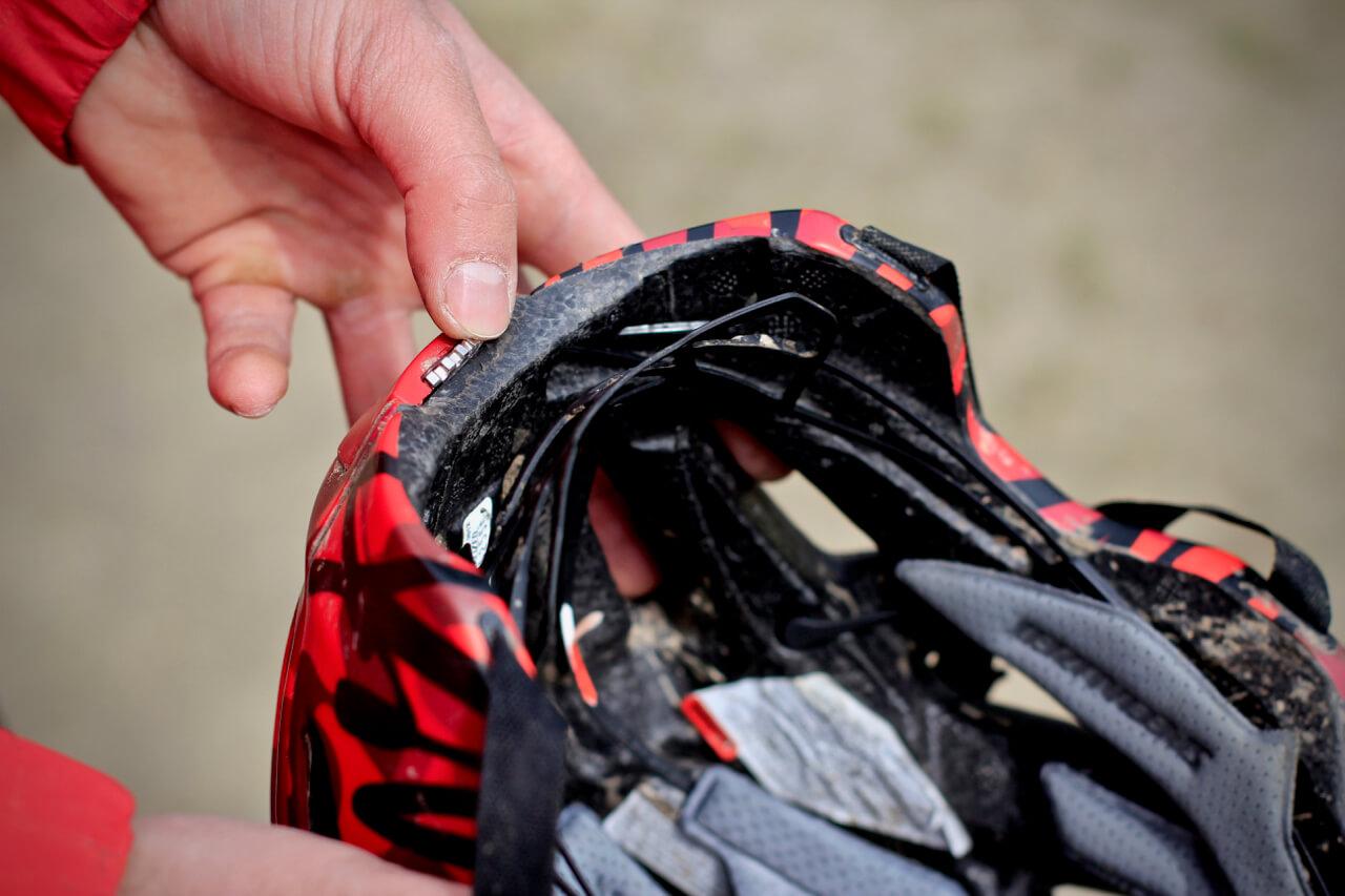 Mountainbike_Helm_Kauf_beachtem_Sitz_Rock-my-Trail_Mountainbikeschule-6