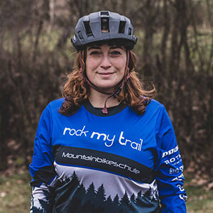 Rock my Trail Bikeschule Fahrtechnik Trainer_ Fatma Dogan