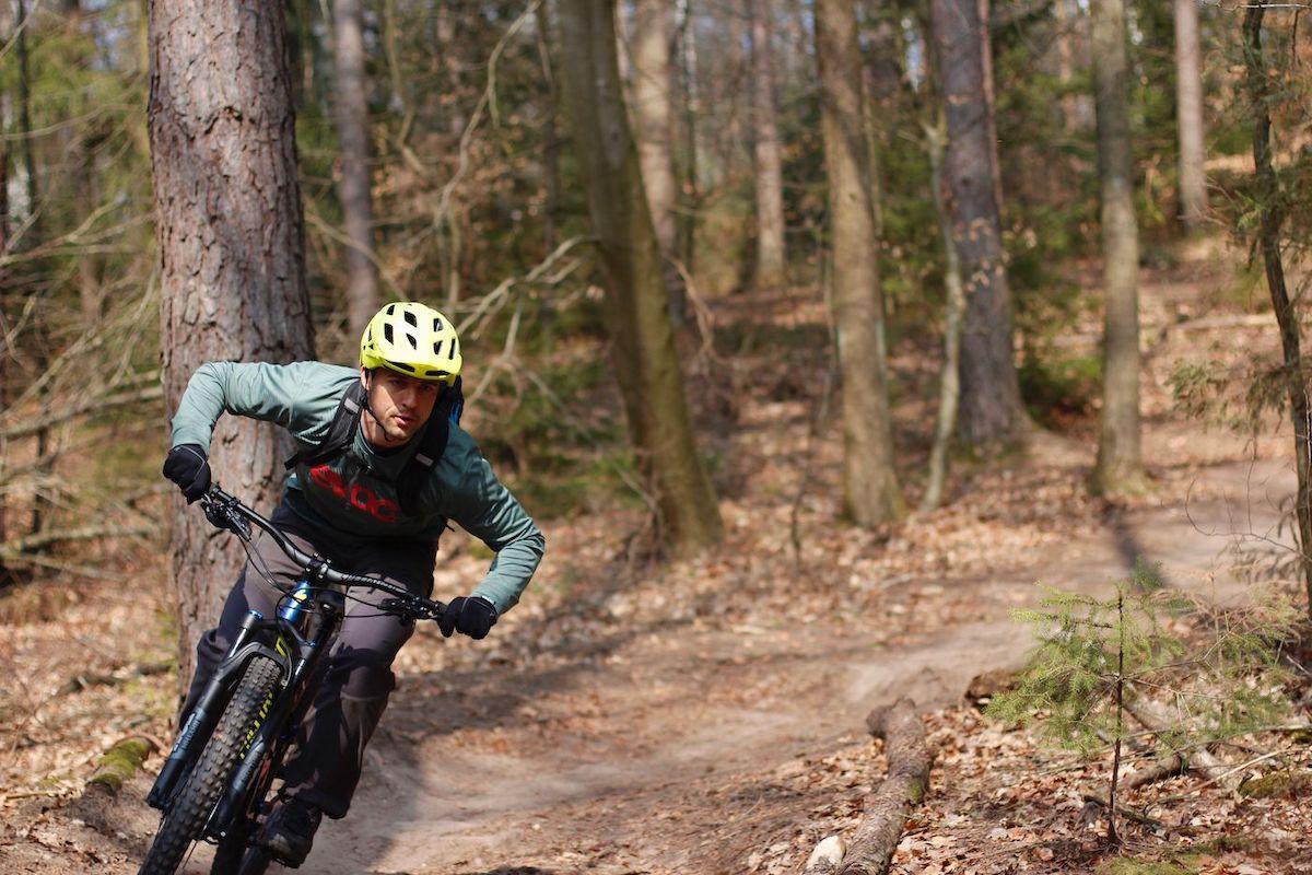 Experten Fahrtechnik Kurs in Nürnberg - Rock my Trail MTB und eBike Bikeschule Bunny Hop Hinterrad versetzen Springen