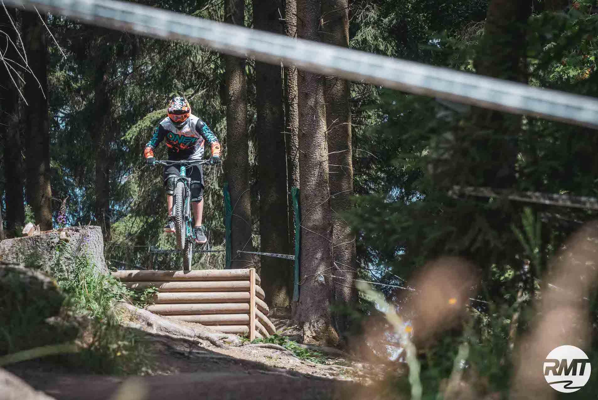 MTB Fahrtechnik Kinder Fortgeschritten Kurs im Bikepark Winterberg Training Rock my Trail Bikeschule 1