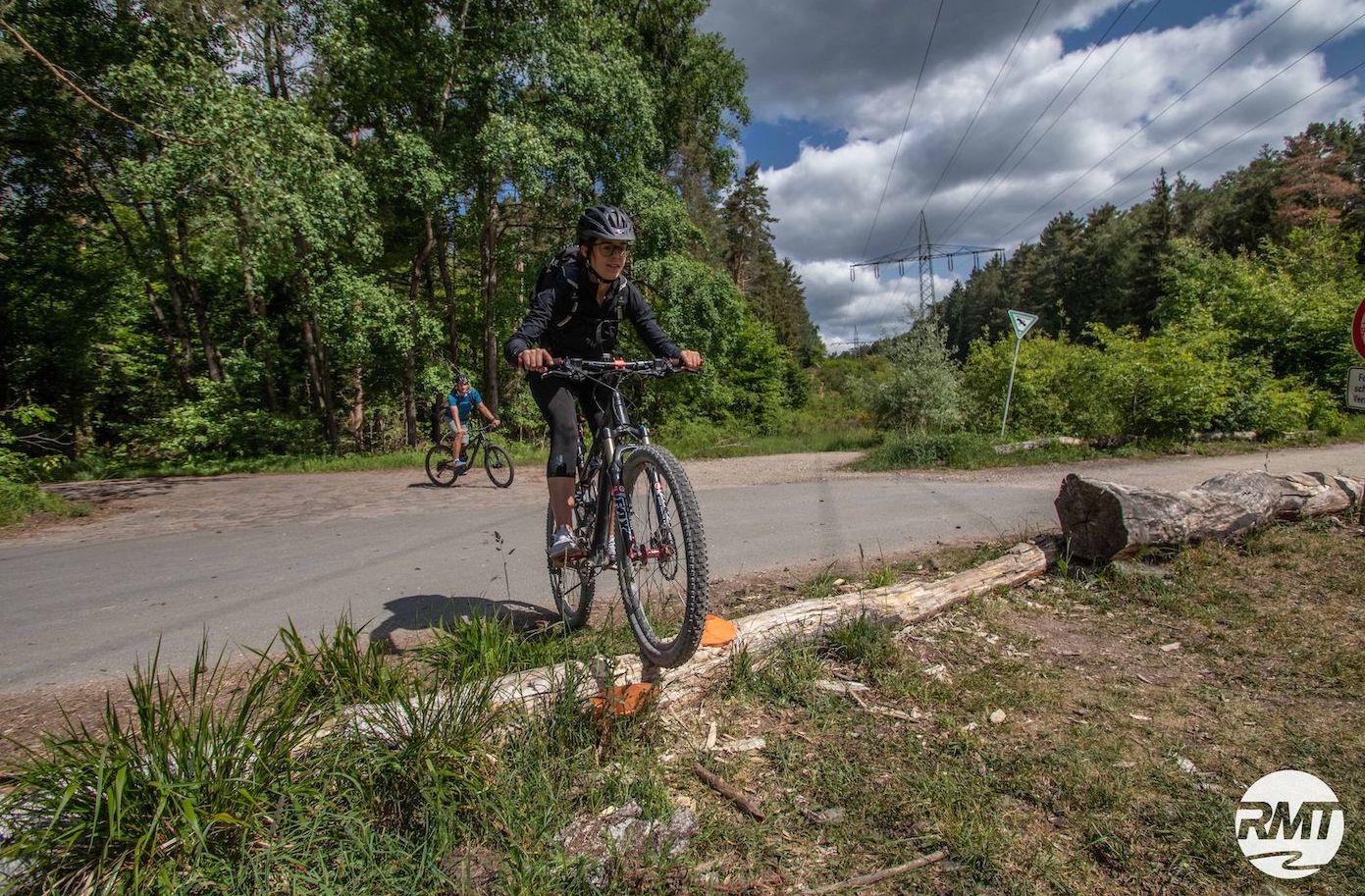 MTB Fahrtechnik Kurs für Einsteiger in Frankfurt | Taunus - Mountainbike Basic - Rock my Trail Bikeschule