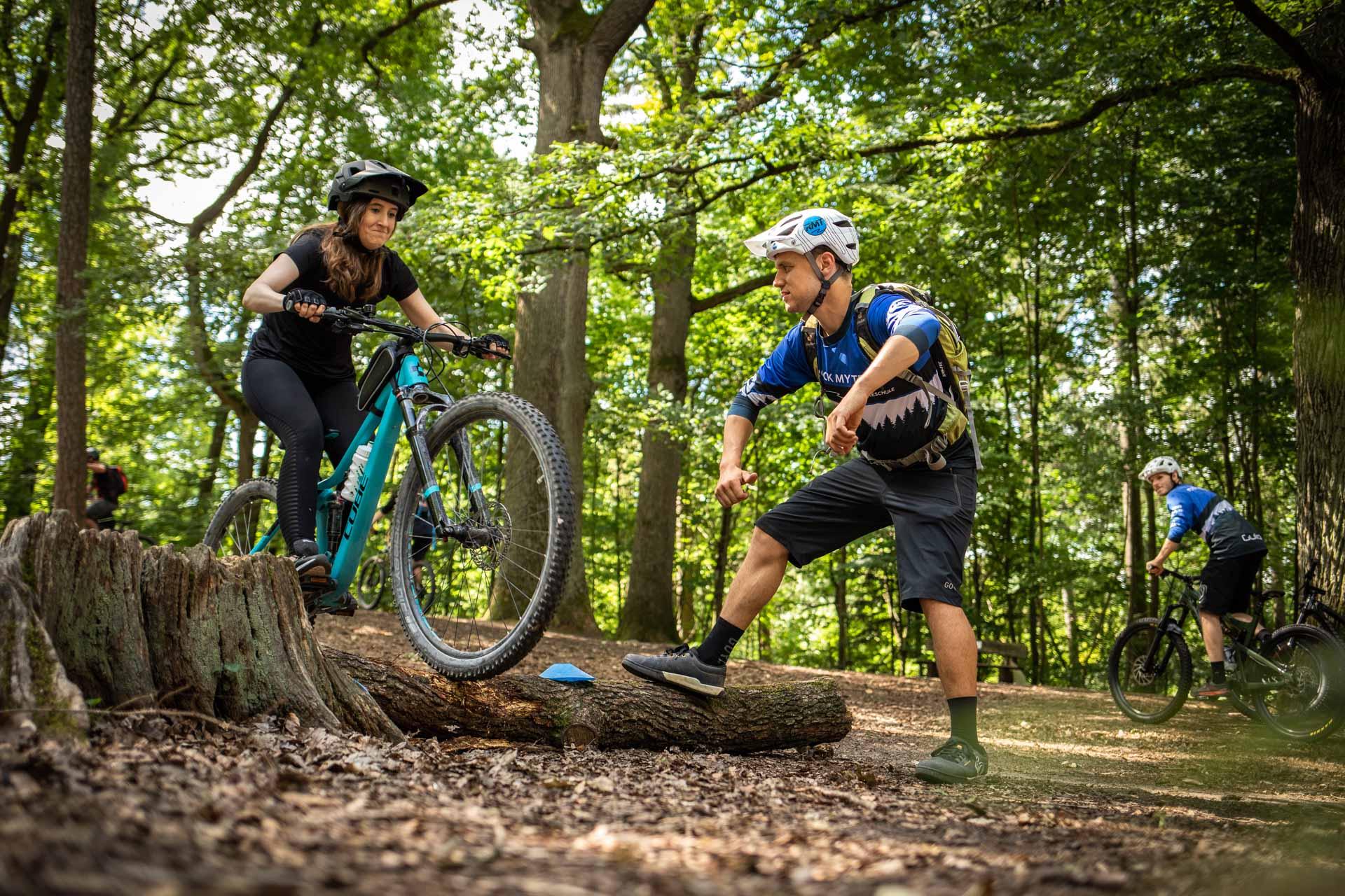 MTB Fahrtechnik Kurs für Einsteiger in Karlsruhe - Mountainbike Basic - Rock my Trail Bikeschule