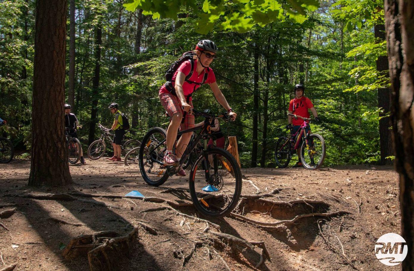 MTB Fahrtechnik Kurs für Einsteiger in Siegen - Mountainbike Basic - Rock my Trail Bikeschule