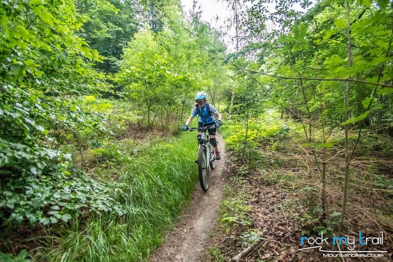 MTB Kinder Fortgeschritten Fahrtechnin Kurs Nürnberg - Rock my Trail Bikeschule 7