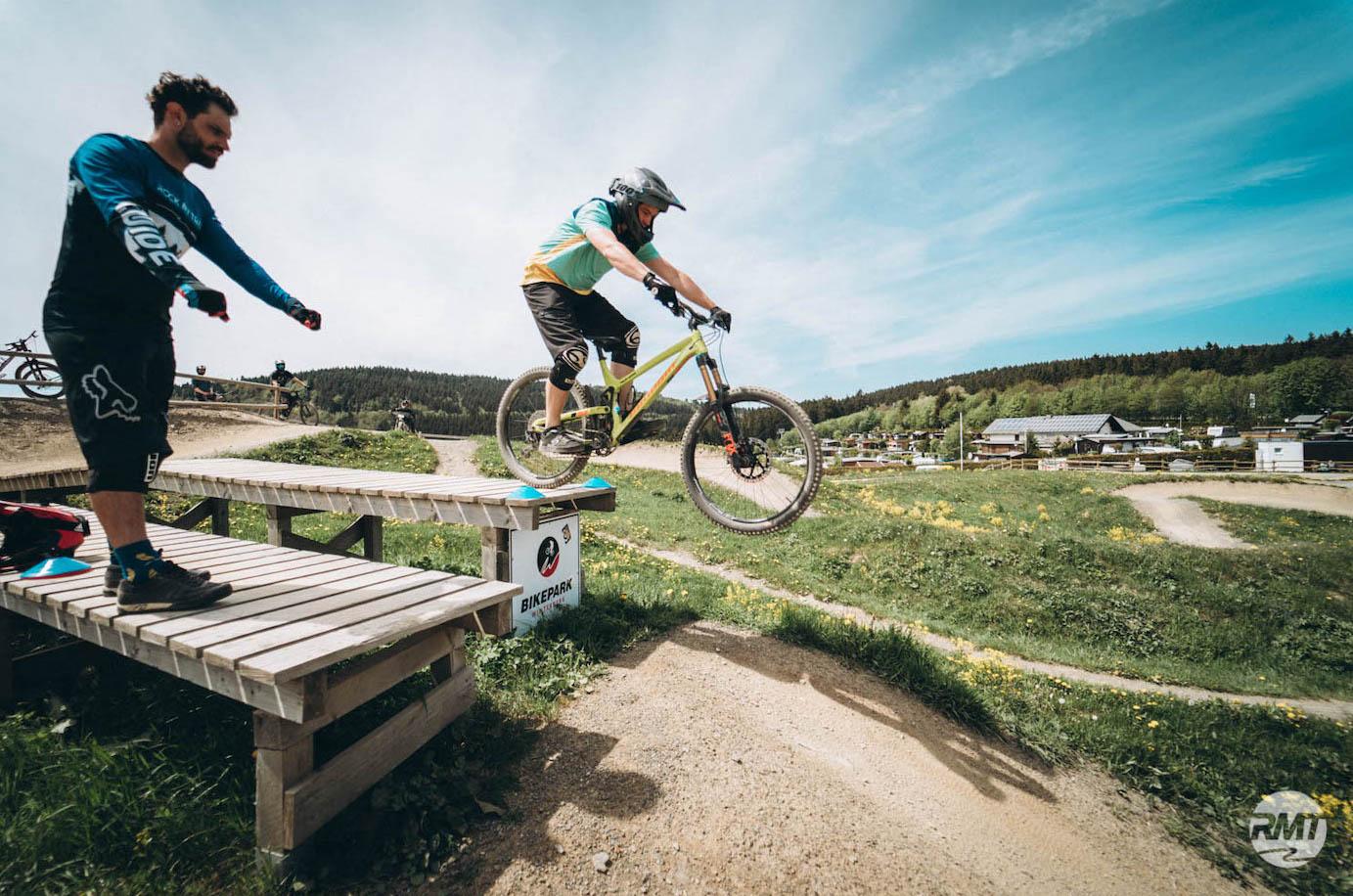 MTB Sprung & Drop Kurs im Trailpark Erbeskopf - Fahrtechnik Training Rock my Trail Bikeschule