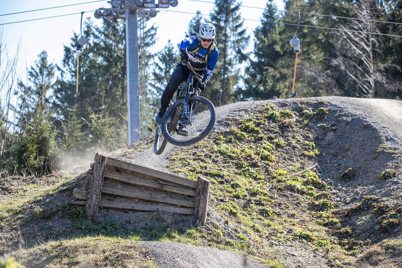 MTB Sprung & Drop Kurs in Bad Salzdetfurth Hannover - Fahrtechnik Training Rock my Trail Bikeschule
