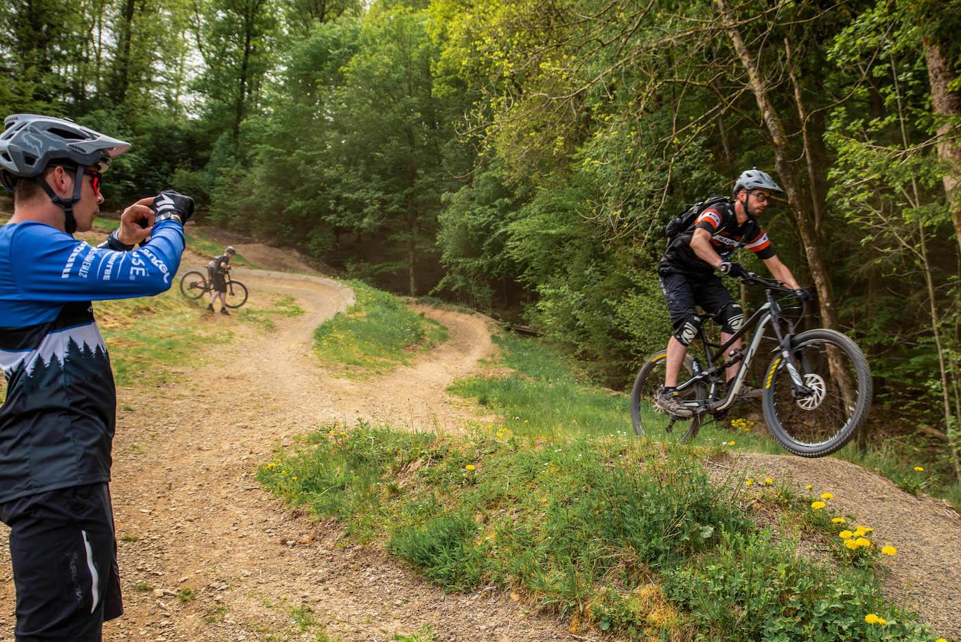 MTB Sprung & Drop Kurs in Moers - Niederrhein - Halde Norddeutschland - Fahrtechnik Training Rock my Trail Bikeschule GmbH