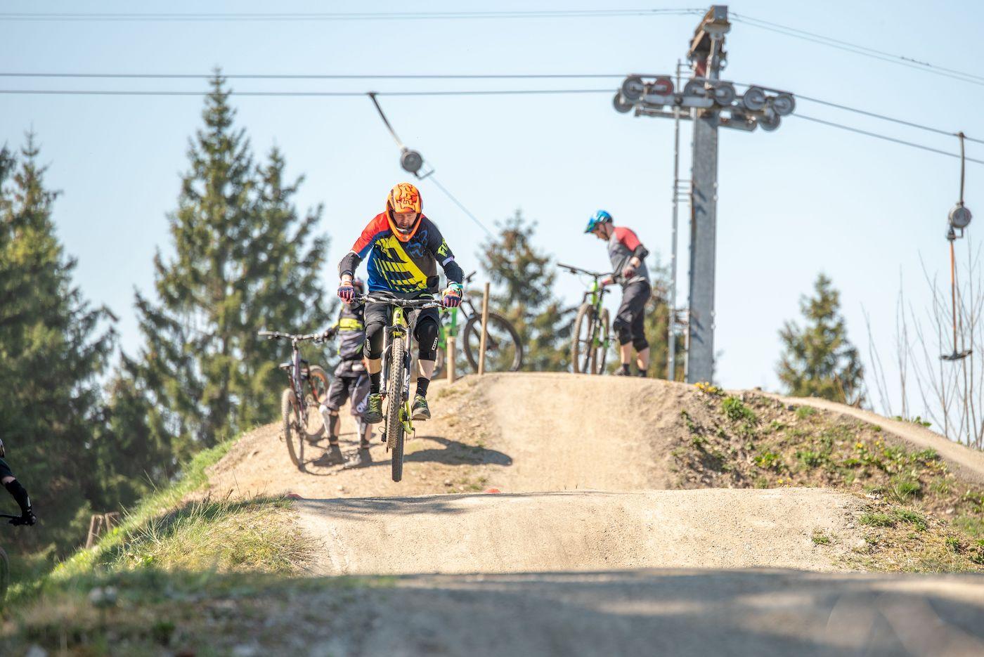 MTB Sprung und Drop Kurs in Olpe - Fahrtechnik Training Rock my Trail Bikeschule