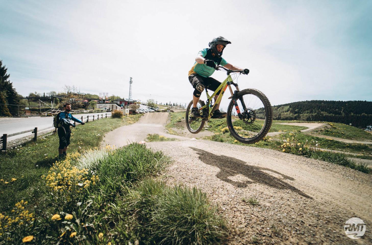 MTB Sprung & Drop Kurs in Pforzheim - Fahrtechnik Training Rock my Trail Bikeschule -