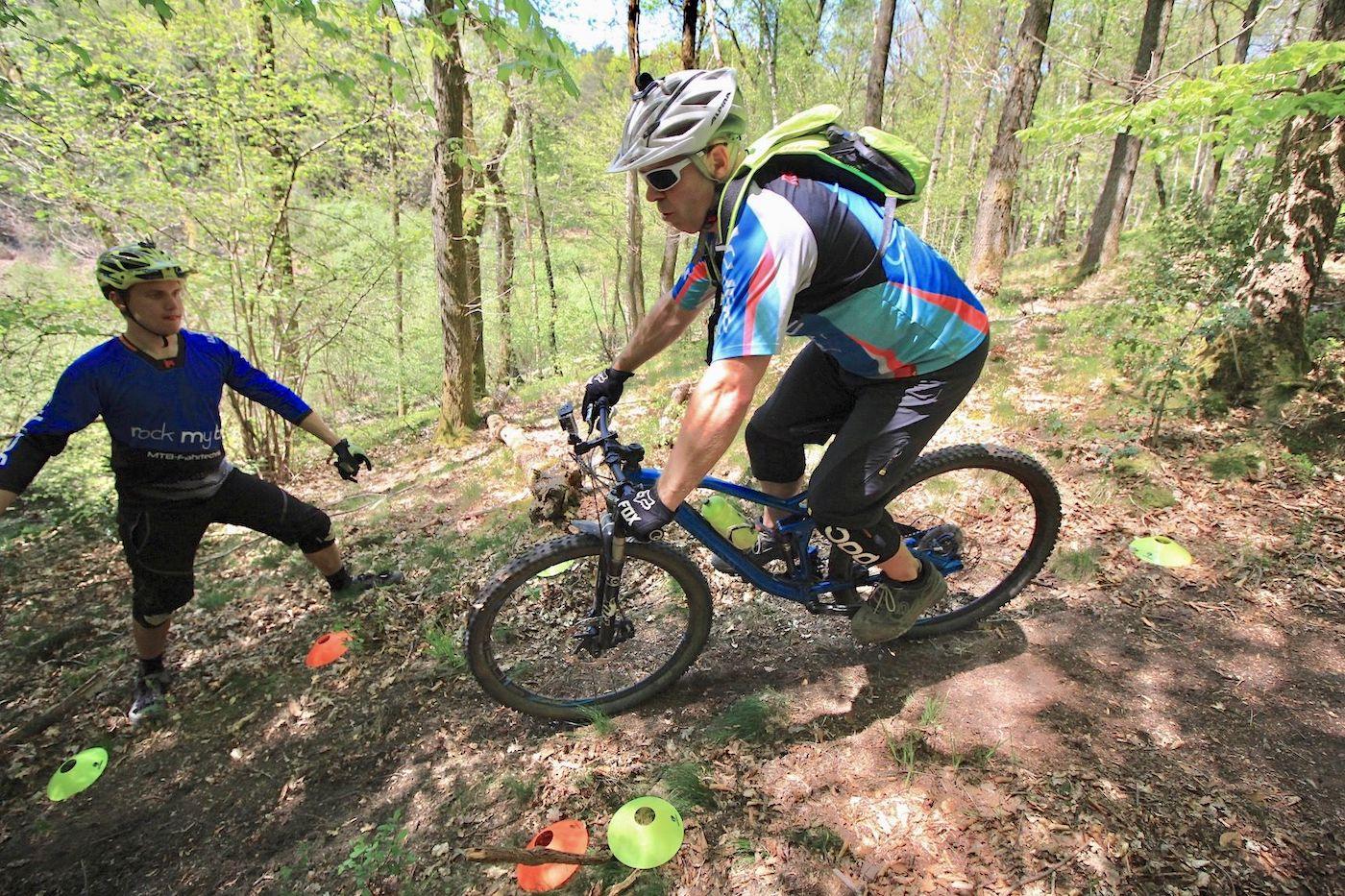 MTB eBike Fahrtechnik Kurse in Frankfurt Oberursel Taunus Anfänger Fortgeschritten Beginner Training Rock my Trail Bikeschule
