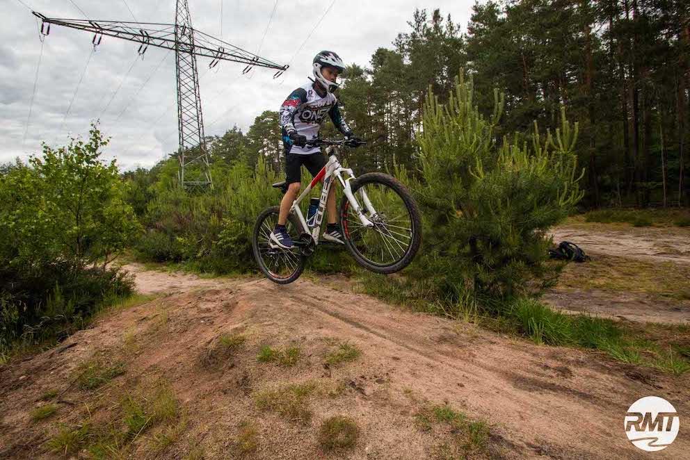 Mountainbike Kinder Kurs in Freiburg - 8-12 Jahre Kids - Rock my Trail Fahrtechnik Bikeschule