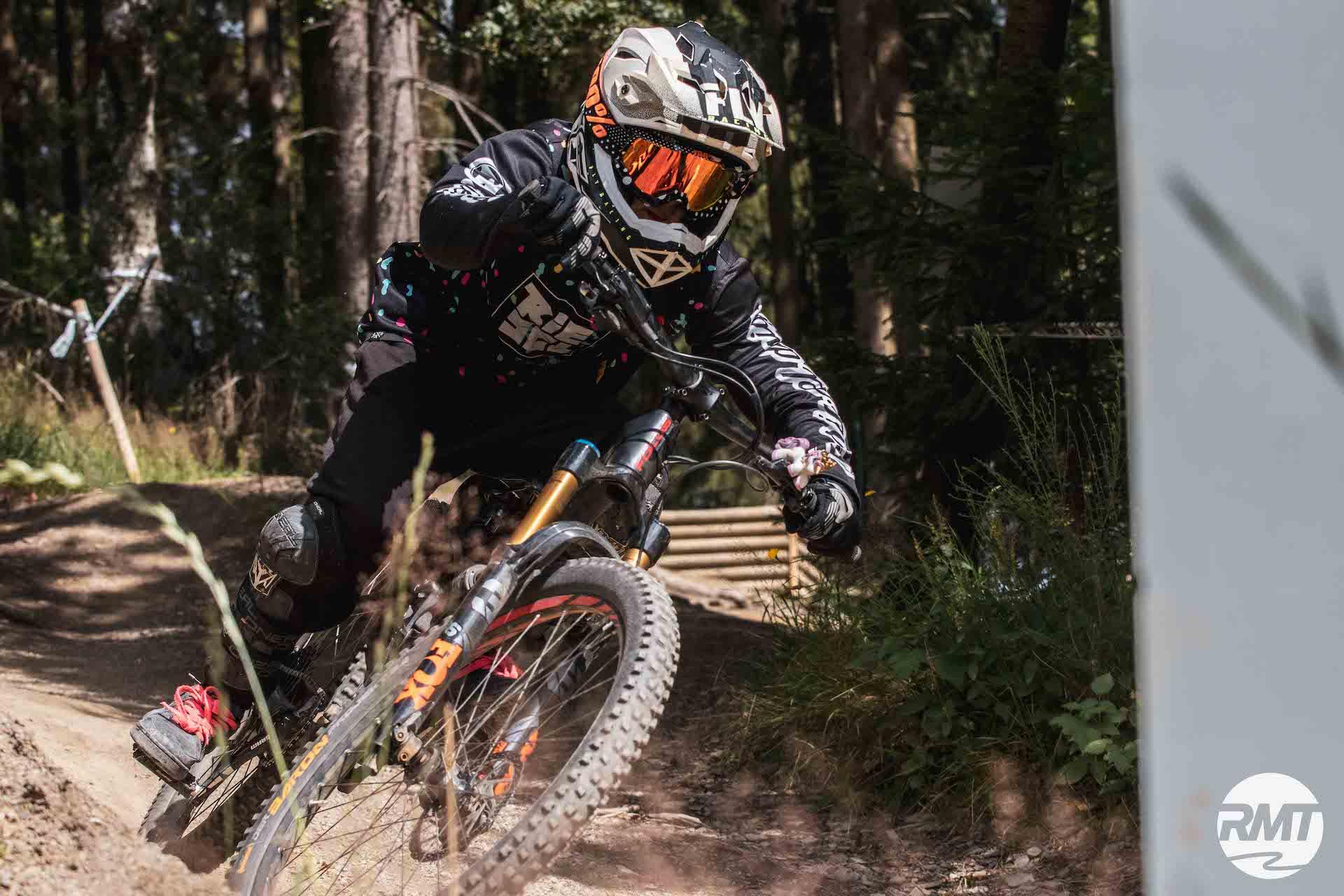Slider_ Bikepark Winterberg Kinder Kurs Fahrtechnik Basic Training 8-12 Jahre - Rock my Trail Bikeschule 1a