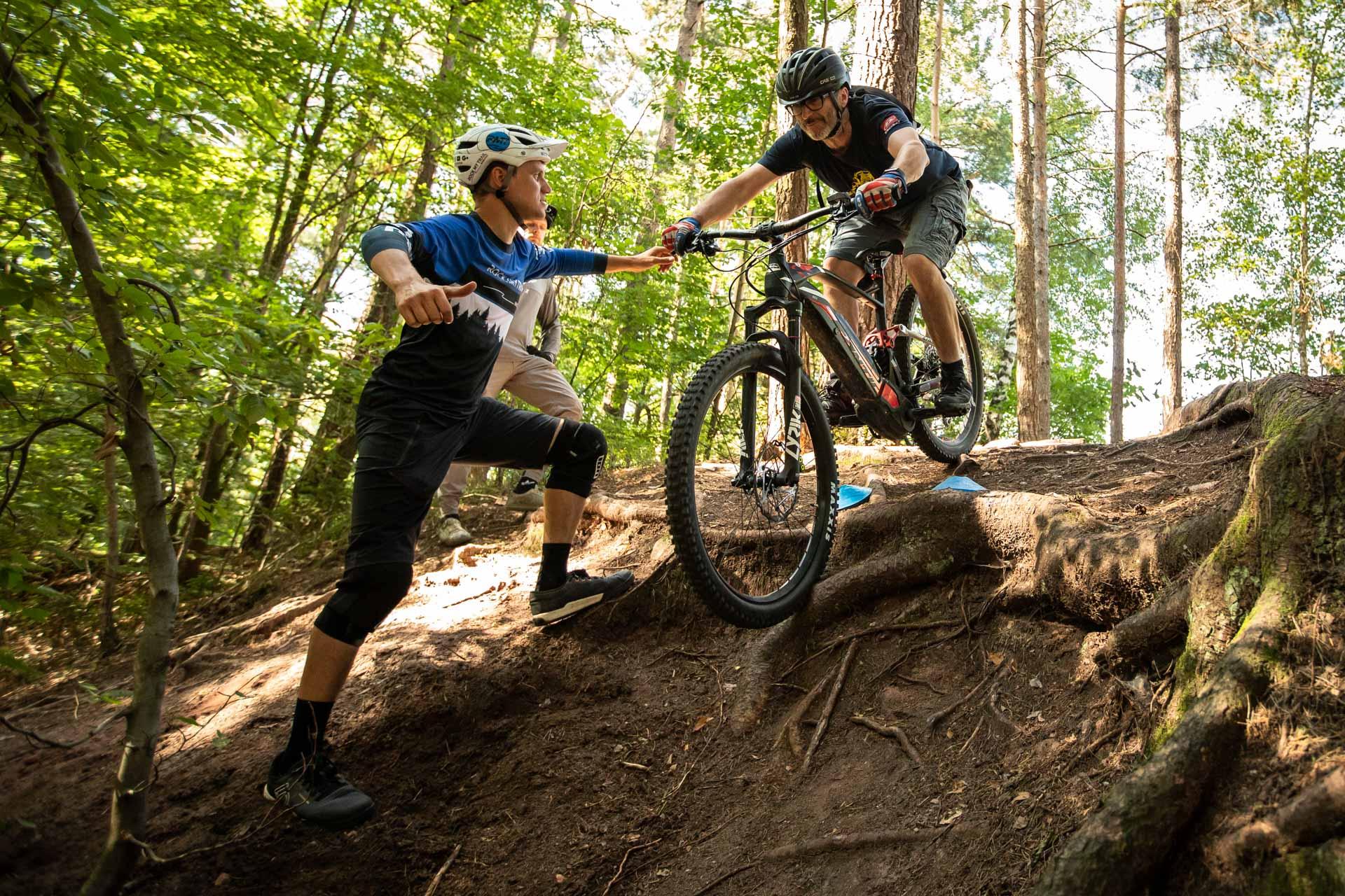 eMTB Fortgeschritten Fahrtechnik Kurs in Bad Salzdetfurth - Hannover Niedersachsachen - Mountainbike Fortgeschritten - Rock my Trail Bikeschule