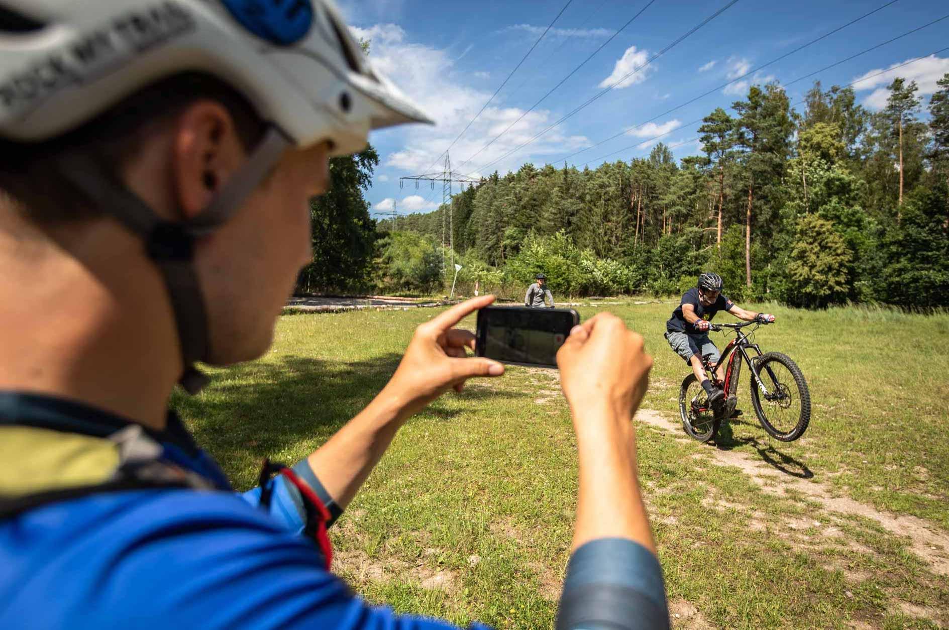 eMTB Fortgeschritten Fahrtechnik Kurs in Freiburg - Schwarzwald Breisgau Schlossberg - Rock my Trail Bikeschule