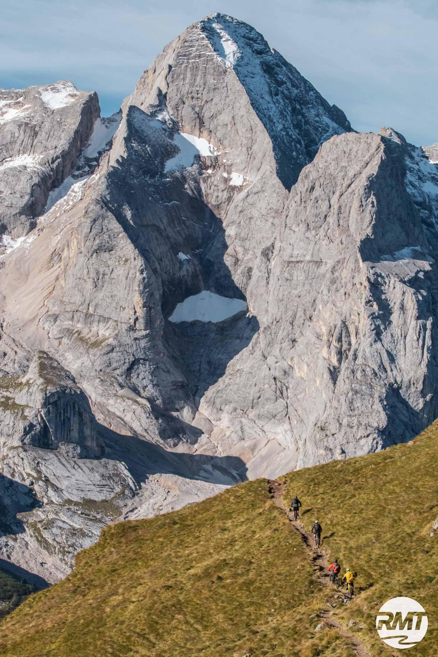 DolomitenCross auf Trails Dolomiten Runde Tour MTB TransAlp Rock my Trail Bikeschule -63