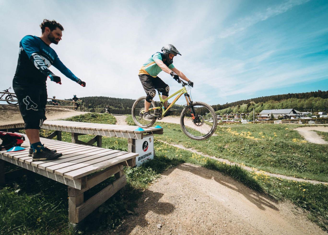 Fahrtechnik Kurse Bikepark Winterberg Rock my Trail Einsteiger Fortgeschritten Anfänger Kinder Jugend Camps Privat Bikeschule Trainer