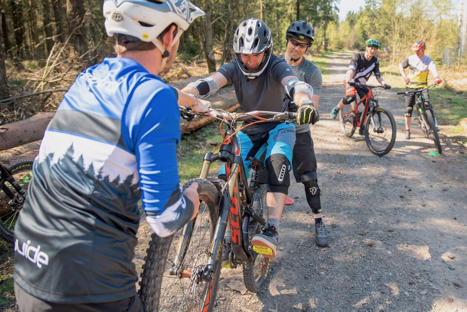 Fahtechnik Kurse Bikepark OE Olpe Fahlenscheid Sprung Training Rock my Trail -1