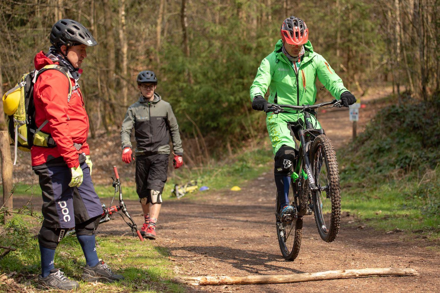 MTB Fahrtechnik Kurs Fortgeschrittene in Hamburg - Harburger Berge Norden - Mountainbike Fortgeschritten - Rock my Trail Bikeschule - 15