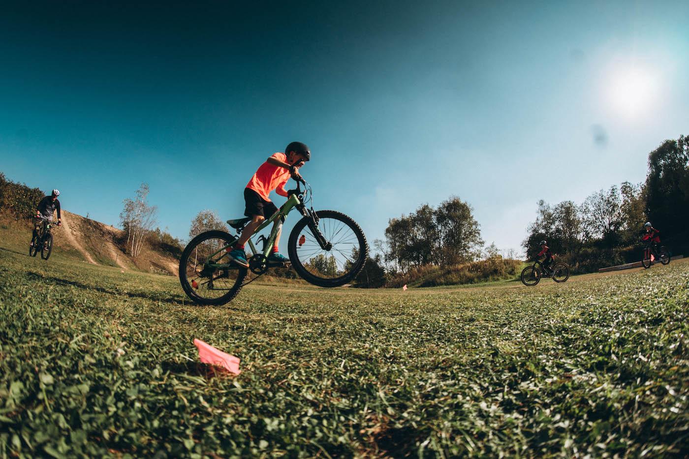 Mountainbike Kinder Kurs in München - 8-12 Jahre Kids - Rock my Trail Fahrtechnik Bikeschule -