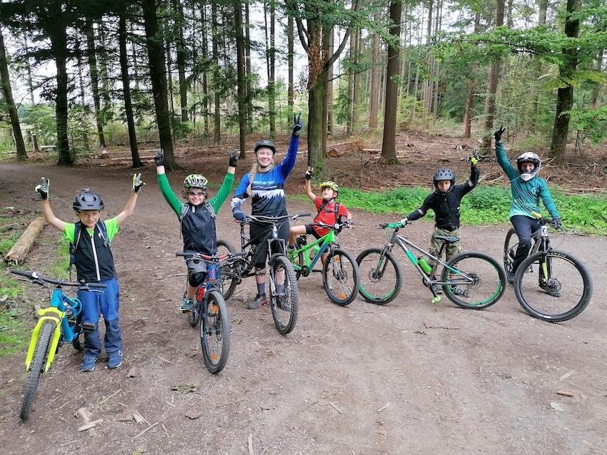 Mountainbike Kinder Kurs in Saarbrücken - 8-12 Jahre Kids - Rock my Trail Fahrtechnik BikeschuleMountainbike Kinder Kurs in Saarbrücken - 8-12 Jahre Kids - Rock my Trail Fahrtechnik Bikeschule