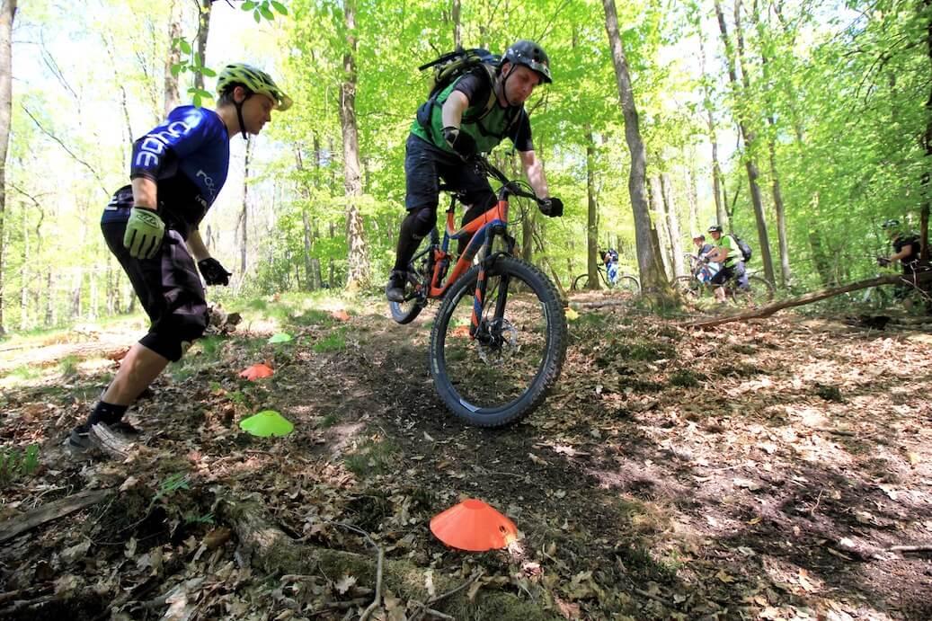 Hinterrad-versetzen-lernen-Fahrtechnik-Kurs-fuer-Serpentinen-Kehren-Rock-my-Trail-Bikeschule-11