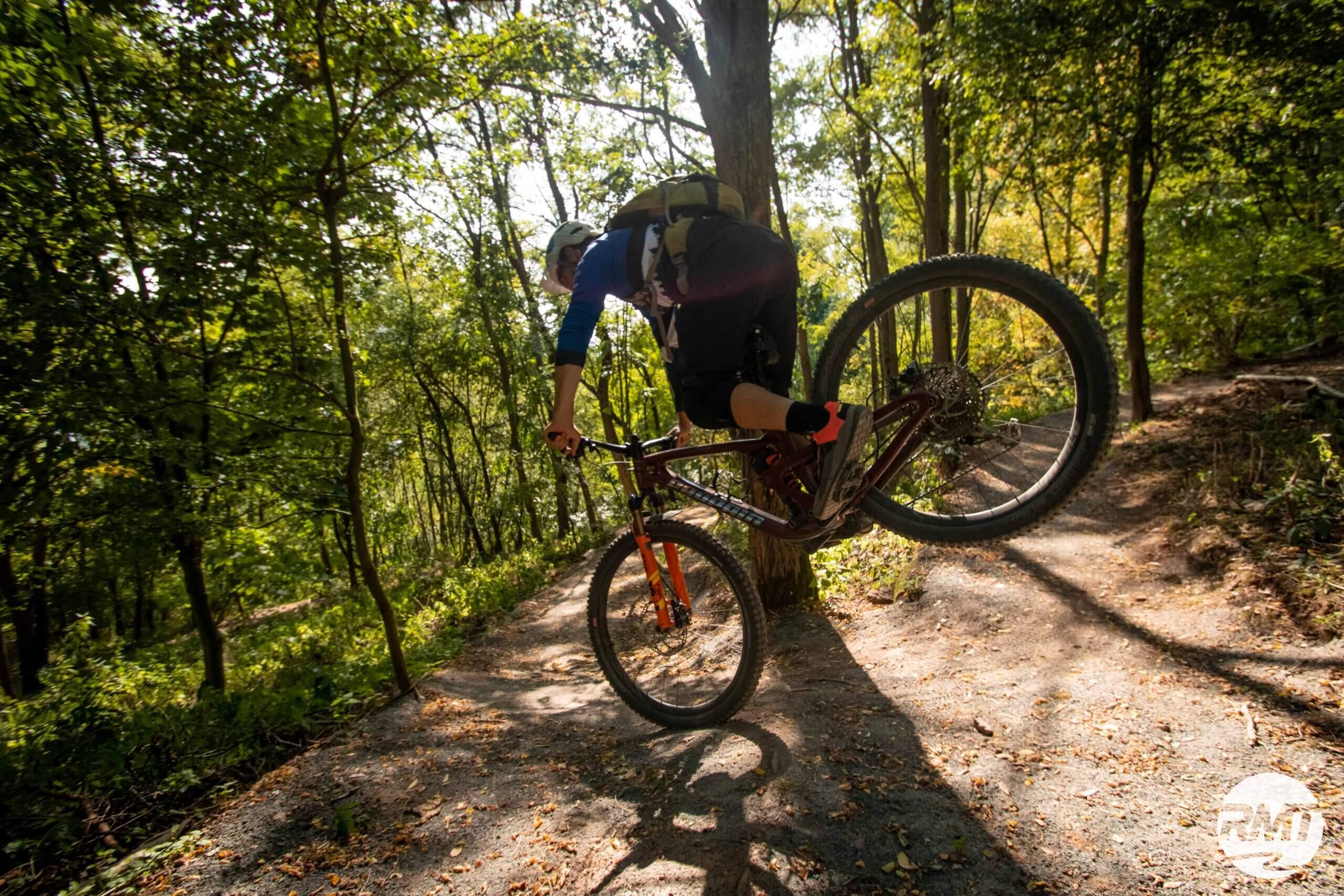 Hinterrad-versetzen-lernen-Fahrtechnik-Kurs-fuer-Serpentinen-Kehren-Rock-my-Trail-Bikeschule-2