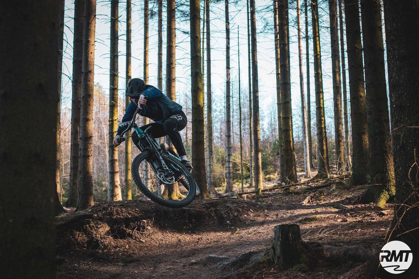 MTB Enduro Fahrtechnik Kurs Training Profi Rock my Trail Bikeschule