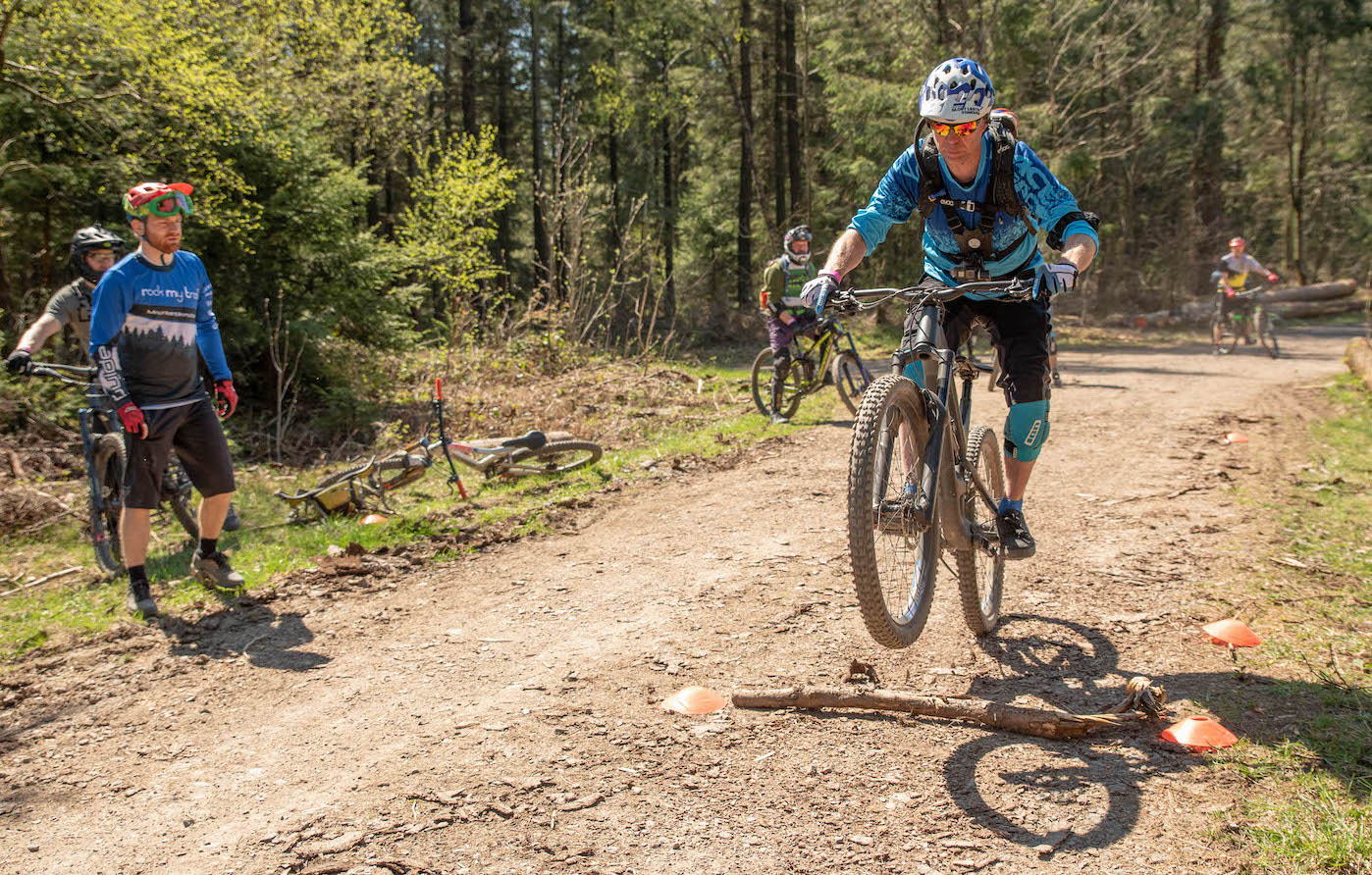 MTB Sprung & Drop Kurs im Trailpark Erbeskopf - Fahrtechnik Training Rock my Trail Bikeschule - 16