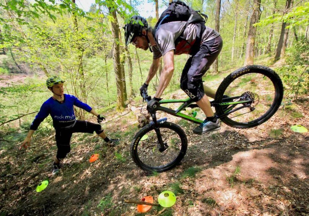 Hinterrad-versetzen-lernen-Fahrtechnik-Kurs-fuer-Serpentinen-Kehren-Rock-my-Trail-Bikeschule-5